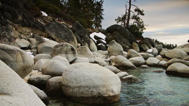 stockvideo's en b-roll-footage met tahoe water's edge - kei