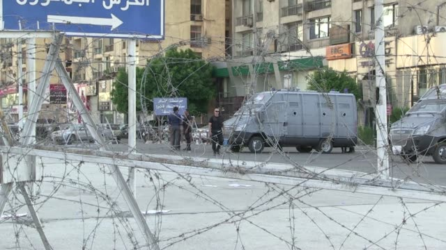 tahrir square and the barracks of the egyptian republican guards was mostly quiet wednesday afternoon amid reports that egyptian prosecutors have... - staatsanwalt stock-videos und b-roll-filmmaterial