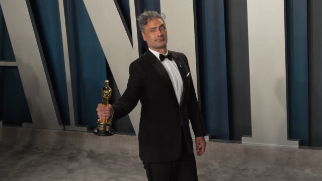 taika waititi at vanity fair oscar party at wallis annenberg center for the performing arts on february 09, 2020 in beverly hills, california. - oscar party stock videos & royalty-free footage