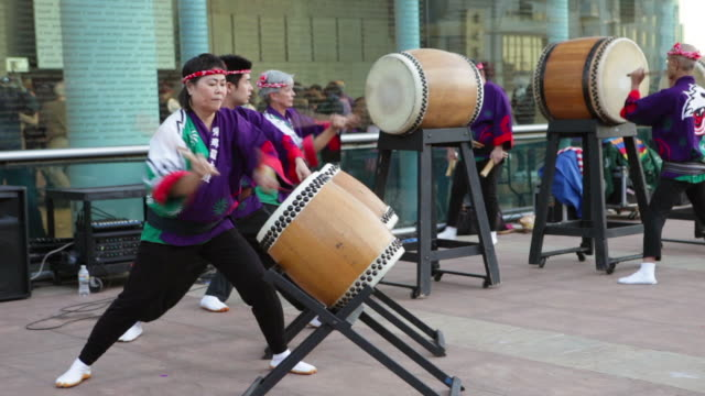 taiko drummers at japanese new year celebration in little tokyo los angeles california - drum percussion instrument stock videos & royalty-free footage