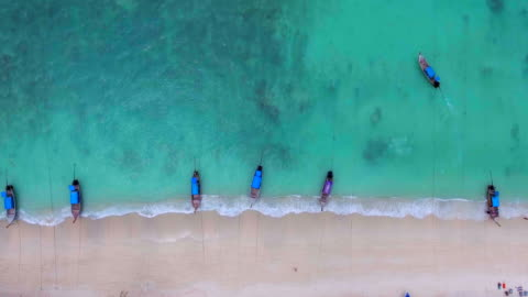 熱帶海灘的尾船,鳥瞰圖 - 披披群島 個影片檔及 b 捲影像