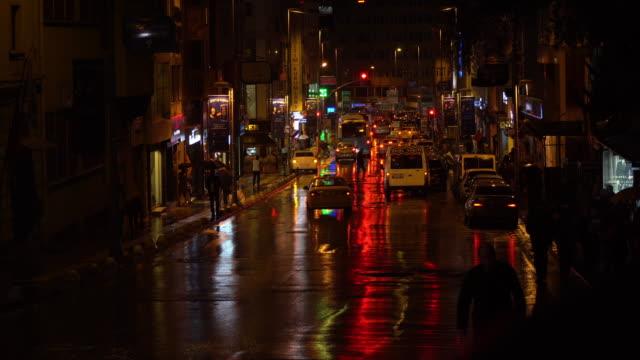 Rücklichter der Autos In die regnerische Nacht als Cinemagramm
