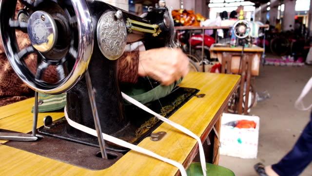 sarto negozio - macchina per cucire video stock e b–roll