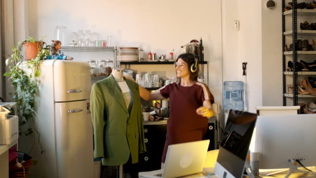 vídeos de stock e filmes b-roll de tailor woman working in a small business office, design and fashion industry. - pequeno