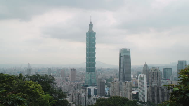 taipei 101 time lapse - taipei 101 stock videos & royalty-free footage