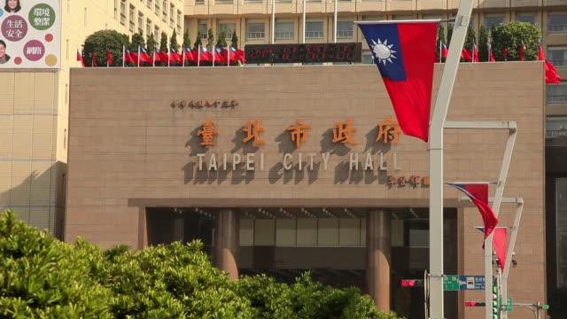 vídeos y material grabado en eventos de stock de ws taipei city hall / taipei, taiwan - bandera de taiwán