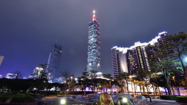 Stadtbild von Taipei und Taipei Tower bei Nacht
