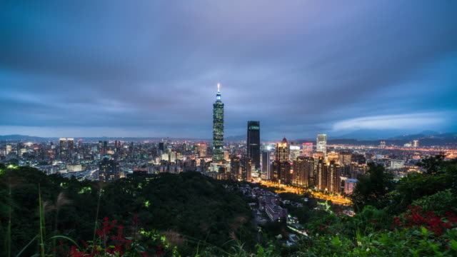 taipei cityscape daytime transition with landmark 101 tower - insel taiwan stock-videos und b-roll-filmmaterial