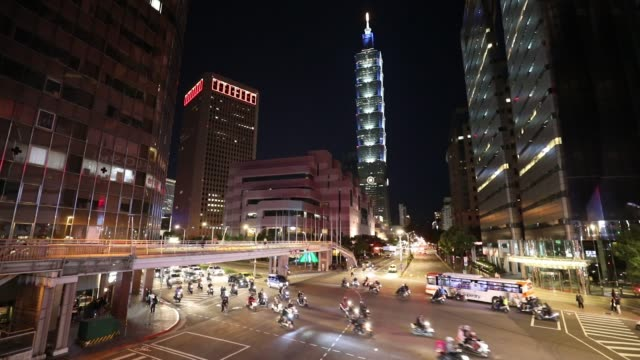 taipei downtown district at rush hour at night - taiwan video stock e b–roll