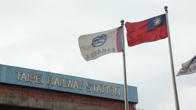 ms la taipei railway station with flag of taiwan / taipei, taiwan - taiwanese flag stock videos & royalty-free footage