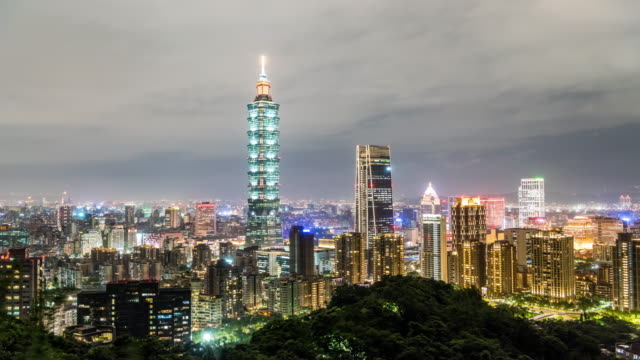 t/l taipei skyline at night - taipei 101 stock videos & royalty-free footage