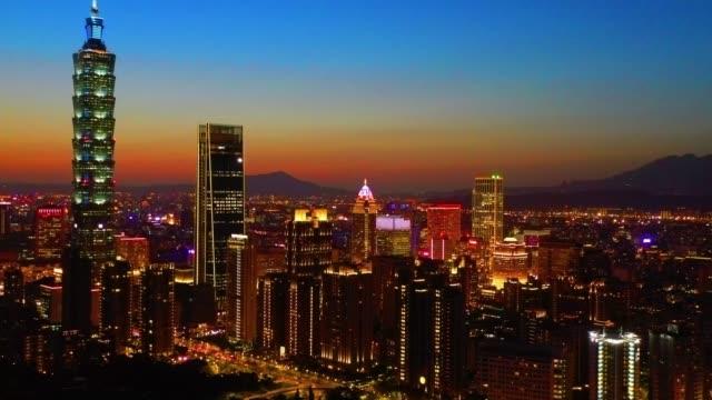 日没直後の台北のスカイライン都市景観 - 台湾点の映像素材/bロール
