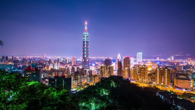taipei taiwan timelapse view of the city skyline at night - taipei 101 stock videos & royalty-free footage
