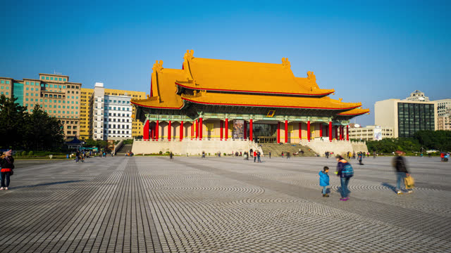 taipei  timelapse view of tourists outside the national concert hall - chiang kaishek memorial hall stock videos & royalty-free footage