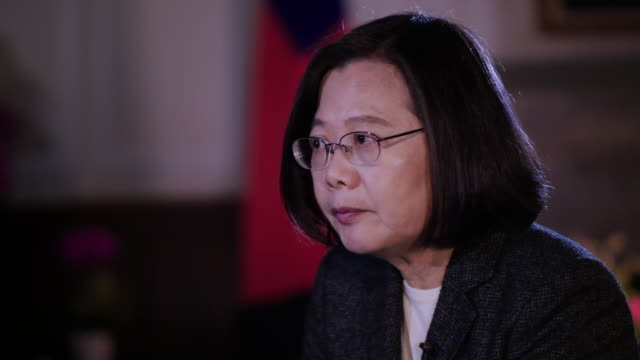 taiwan president tsai ingwen saying invading taiwan is something that would be very costly for china - präsident stock-videos und b-roll-filmmaterial