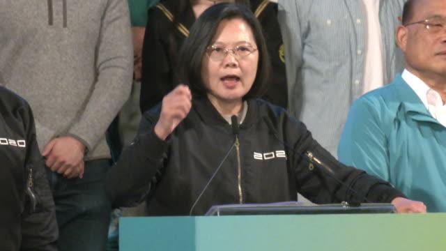 taiwan president tsai ingwen speaks during a an democratic progressive party rally before the election of president tsai ingwen who won with a record... - 政党点の映像素材/bロール