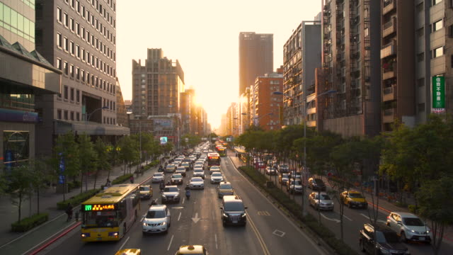 Taiwan, Taipei, Busy downtown traffic on the main road in Xinyi financial district at sunset