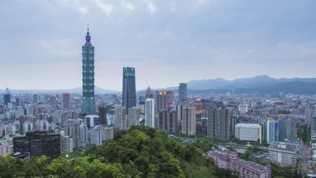 taiwan, taipei, city skyline and taipei 101 building in the xinyi district - day to night time lapse - taipei 101 stock videos & royalty-free footage