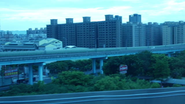 taiwan urban skyline , szene aus fenster aus hochgeschwindigkeitszug am morgen - fensterfront stock-videos und b-roll-filmmaterial