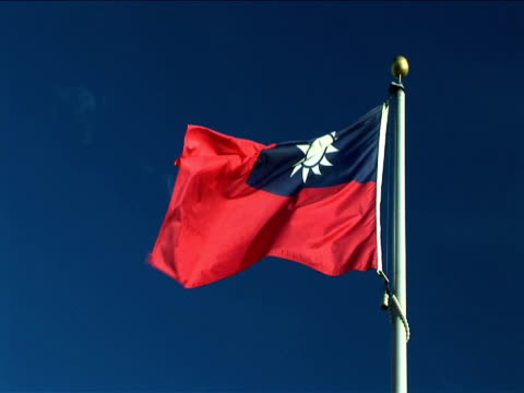ms, la, taiwanese flag flapping against clear sky - taiwanese flag stock videos & royalty-free footage