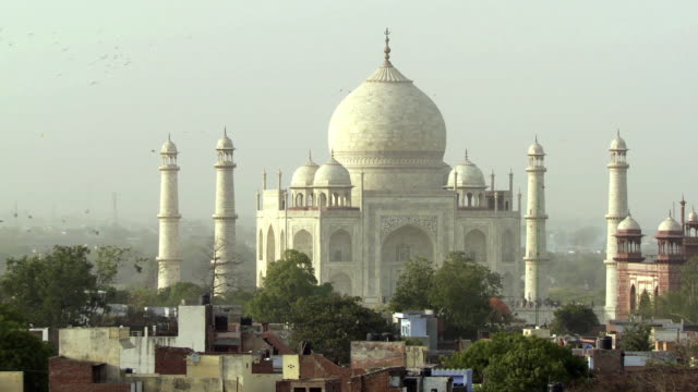 ws td ha taj mahal and children playing with kite on rooftop in foreground / agra, uttar pradesh, india - 社会問題点の映像素材/bロール