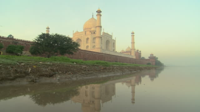 ws pov taj mahal and yamuna river, agra, uttar pradesh, india - agra stock videos and b-roll footage