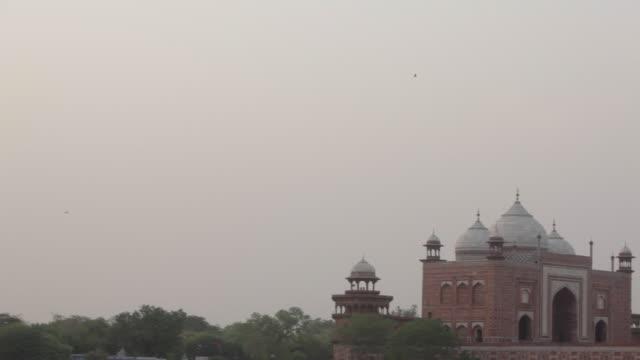 ws pan taj mahal at dusk / agra, india - agra stock videos and b-roll footage
