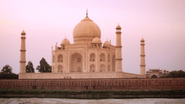 tl taj mahal at sunset / agra, uttar pradesh, india - taj mahal stock videos and b-roll footage