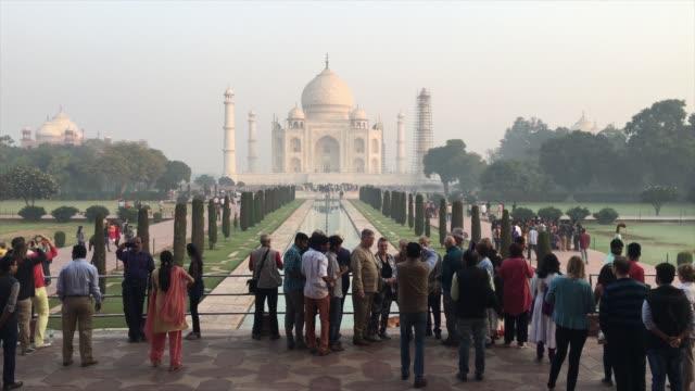 vídeos de stock e filmes b-roll de taj mahal, india - taj mahal