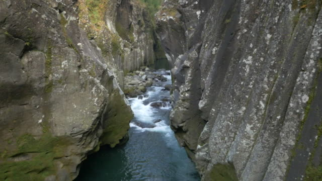 vidéos et rushes de aerial, takachiho gorge, miyazaki, japan - abrupt
