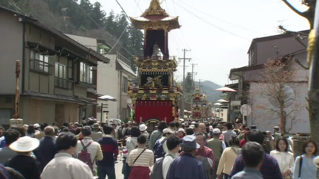 takayama spring festival - 市街地の道路点の映像素材/bロール