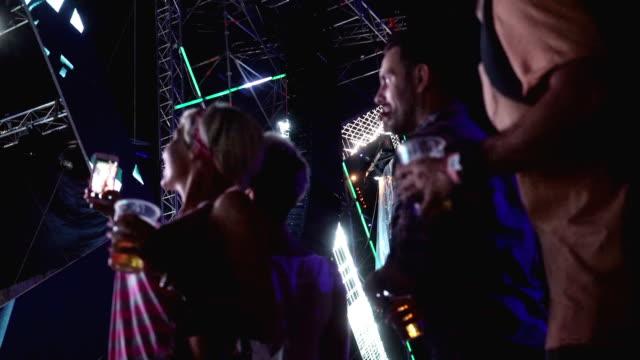 vídeos y material grabado en eventos de stock de llevarse un recuerdo del festival - barco faro