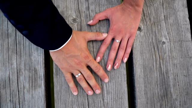 stockvideo's en b-roll-footage met neem mijn hand - echtgenote
