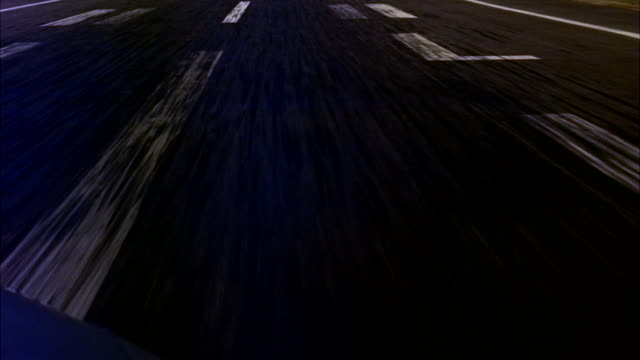 vídeos de stock e filmes b-roll de ms pov aerial  take-off from washington d.c. airport and fly over city/ washington d.c. , united states - 50 segundos ou mais