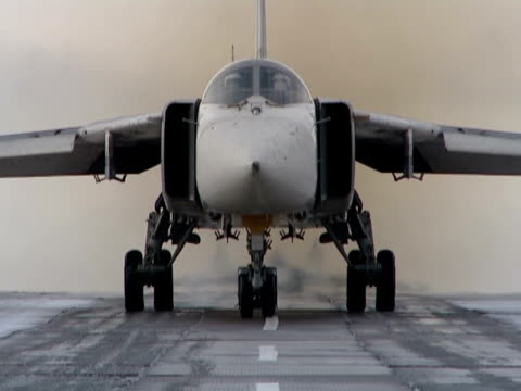 takes off and landing of military planes. - flygfält bildbanksvideor och videomaterial från bakom kulisserna