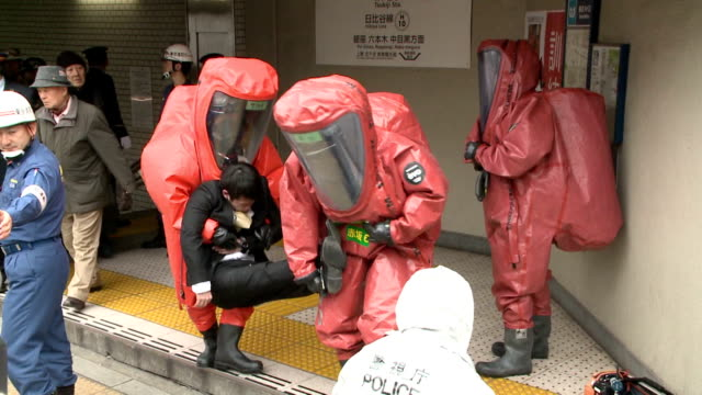 Taking a lesson from the subway sarin attack of 1995 Tokyo Fire Department's Kyobashi station enacted an emergency response drill on the 6th at the...