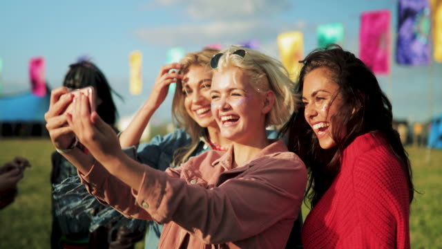 taking a selfie at a music festival - selfie video stock e b–roll
