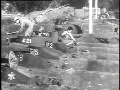 taking apart guns boats tanks and planes / melting down metal - 1940~1949年点の映像素材/bロール