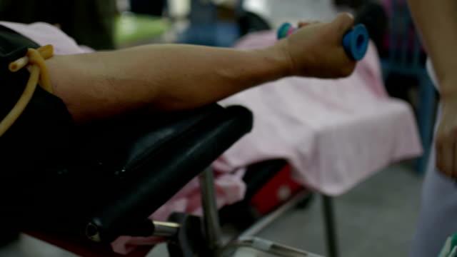 vídeos de stock, filmes e b-roll de dar sangue - veia humana