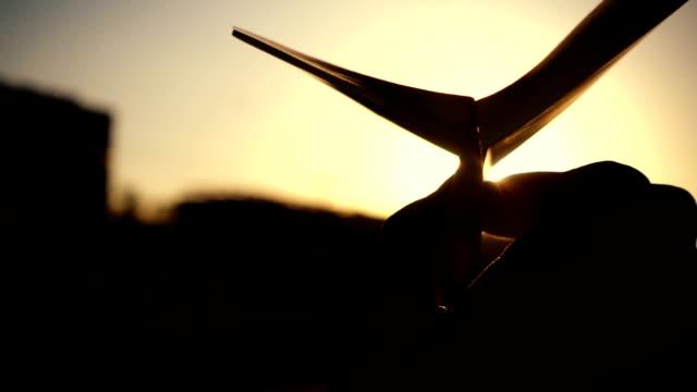 vídeos y material grabado en eventos de stock de ¡tomar vuelo! - avión de papel