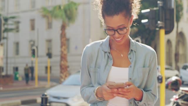 Nehmen ihre social-Media auf die Straßen der Stadt
