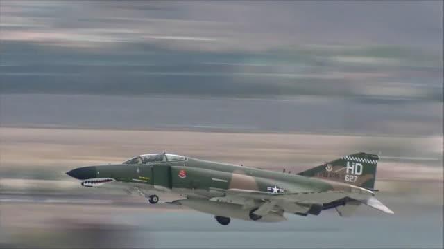 vídeos de stock, filmes e b-roll de f-4 taking off - nellis air force base