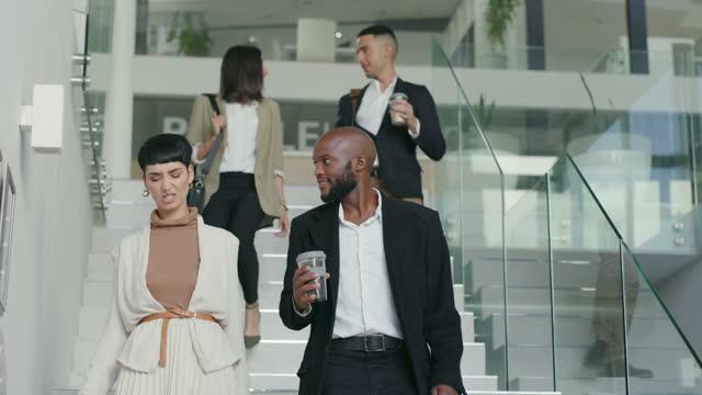 stockvideo's en b-roll-footage met positieve stappen zetten in de richting van positieve resultaten - coworker