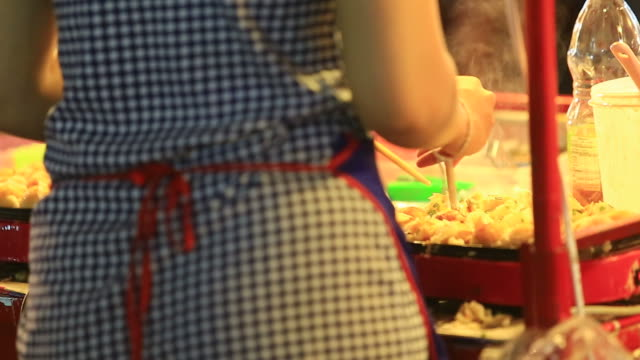 vídeos de stock, filmes e b-roll de takoyaki culinária - sashimi