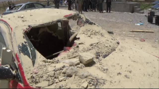vídeos y material grabado en eventos de stock de taliban truck bomber detonated around a tonne of explosives outside a government complex in southern afghanistan on monday wounding at least 40... - víctima de accidente