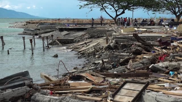 talise beach after being hit by a tsunami on october 12 2018 in palu indonesia indonesian officials extended its search operation to friday evening... - indonesia earthquake stock videos & royalty-free footage