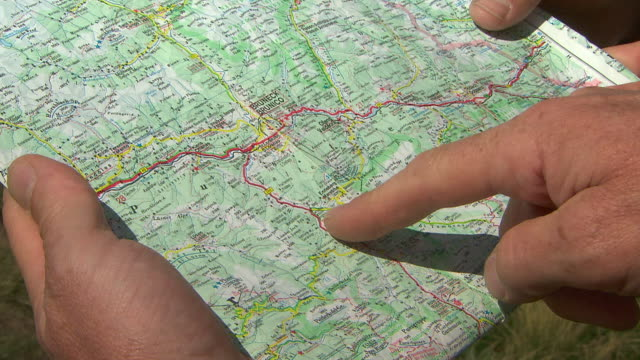 vidéos et rushes de talk about the route - montrer la voie
