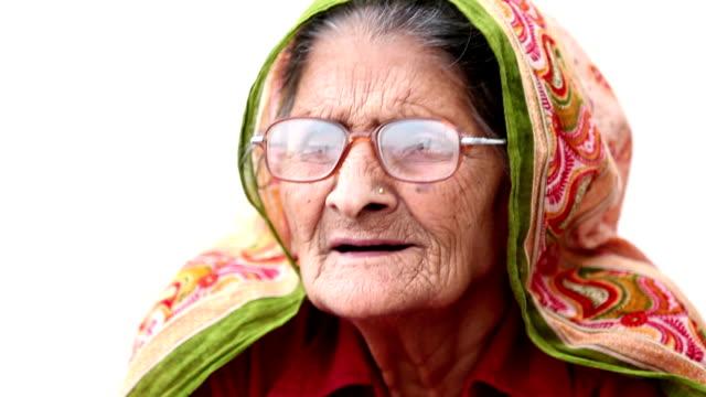vídeos y material grabado en eventos de stock de hablando de bisabuela - india