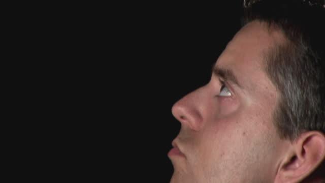 stockvideo's en b-roll-footage met hd: talking to god - gelovige