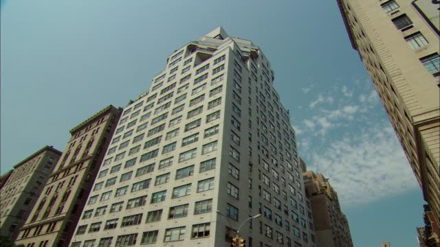 LA WS Tall apartment building with many windows / Manhattan, New York, USA